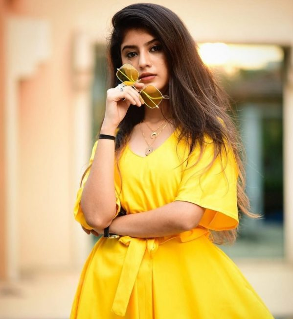 Arishfa khan's biography, age, Instagram, height, personal details, family, career, Contact No, Current address Like ID, education, facts and figures