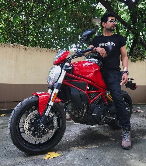 Vineet Kumar Singh Height, Age, Instagram, GF, Net worth, Movies & TV Shows