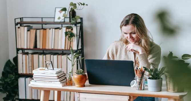 How to Work Remotely and Travel